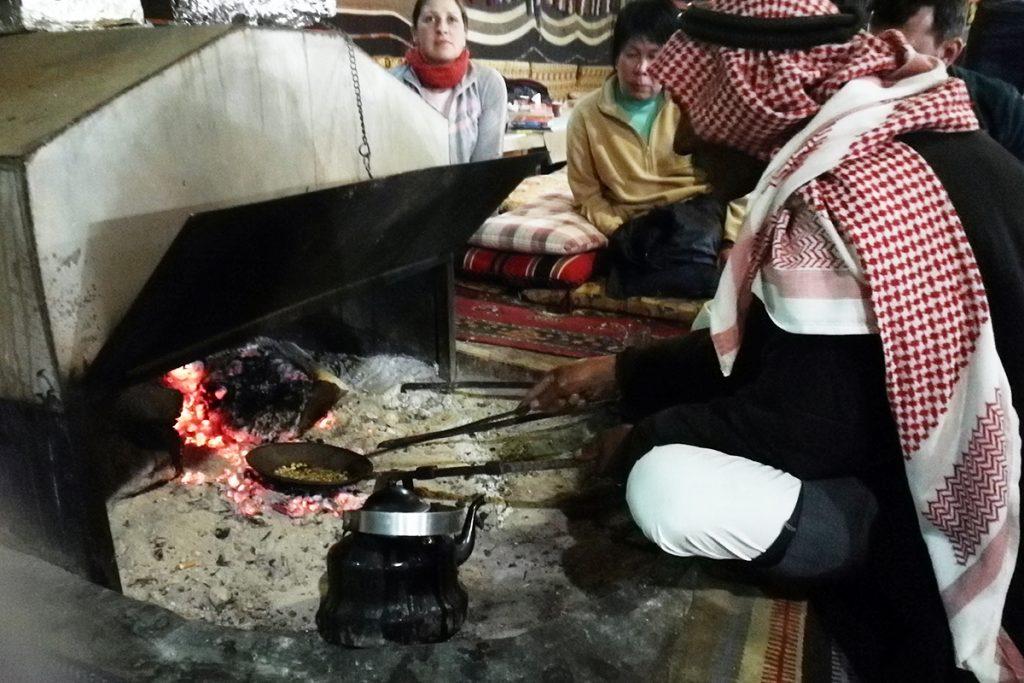 Beduinische Kaffeezeremonie