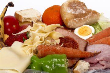 Lebensmittelabfälle im Mülleimer