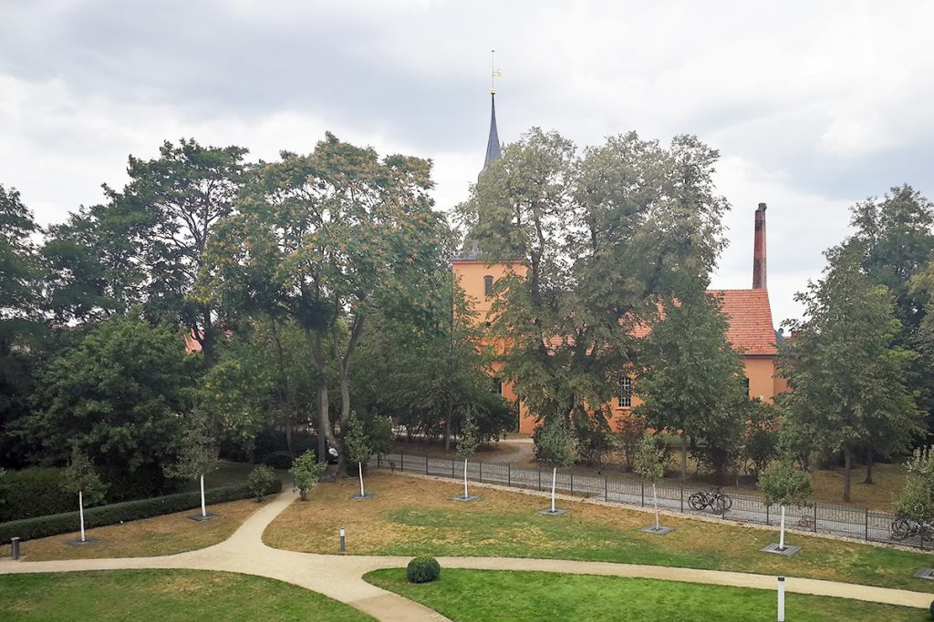 Kirchhof in Ribbeck mit Birnbäumen
