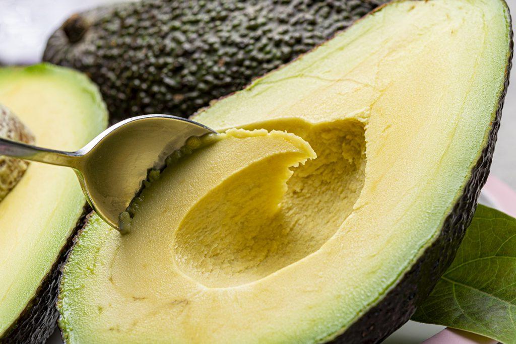 Reife, streichzarte Avocado