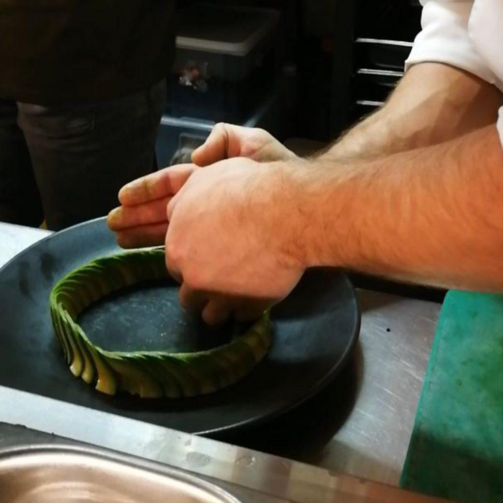 Avocado: Aufgefächert zu einem Ring