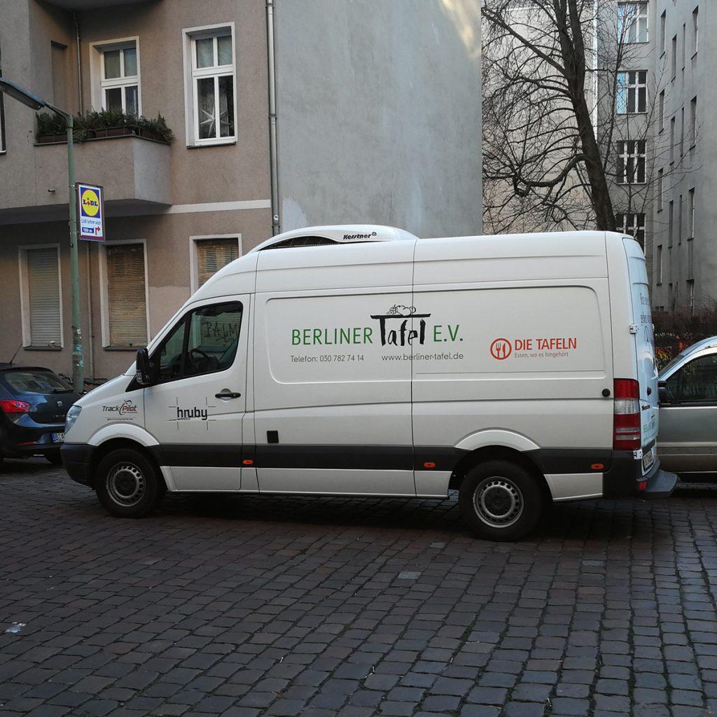 Bus der Berliner Tafel bei der Runde am morgen.