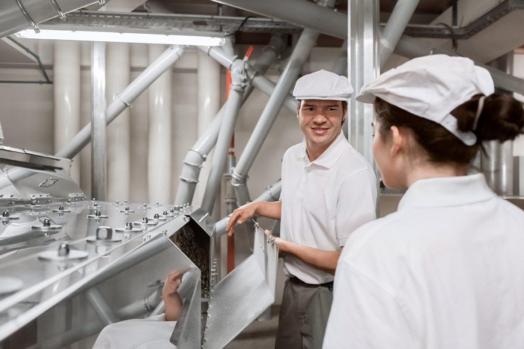 Beschäftigte in einer Mühle