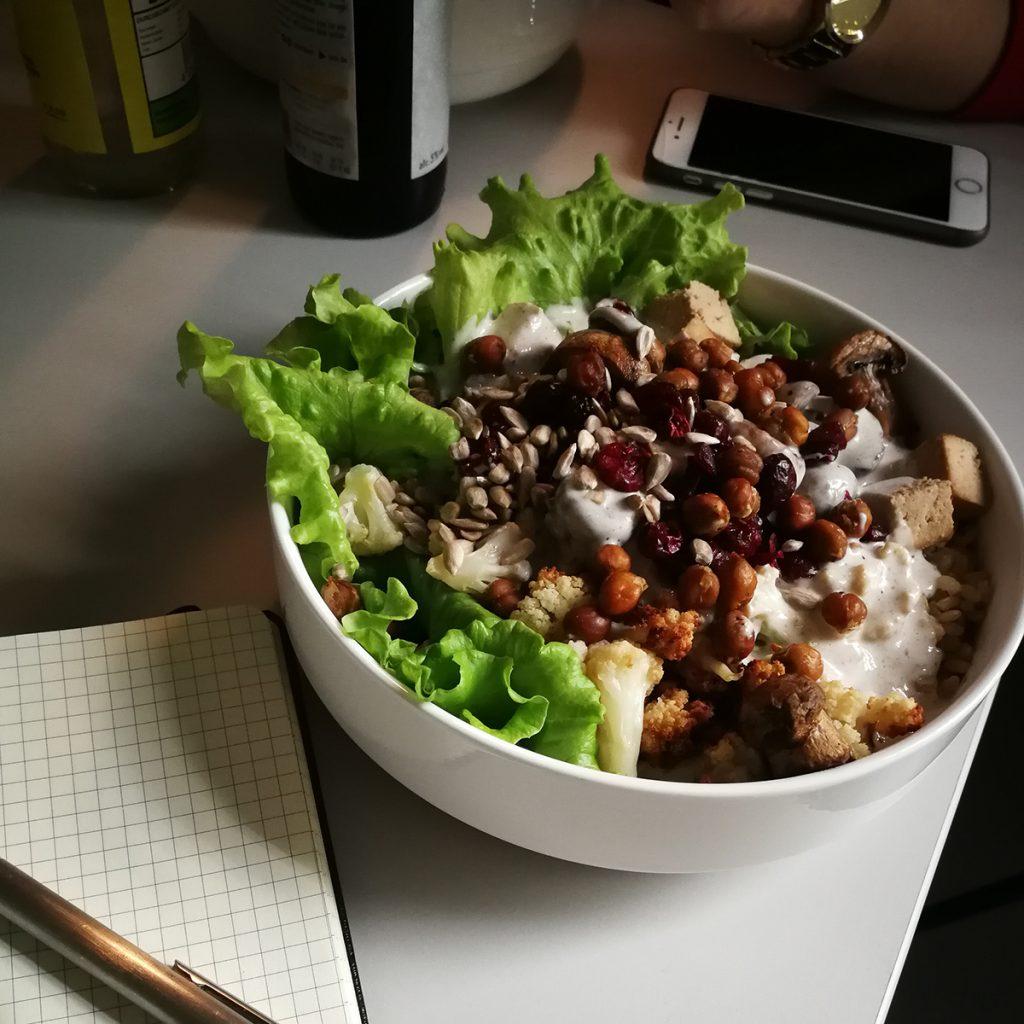 Hydrokultur-Salat in der Bowl