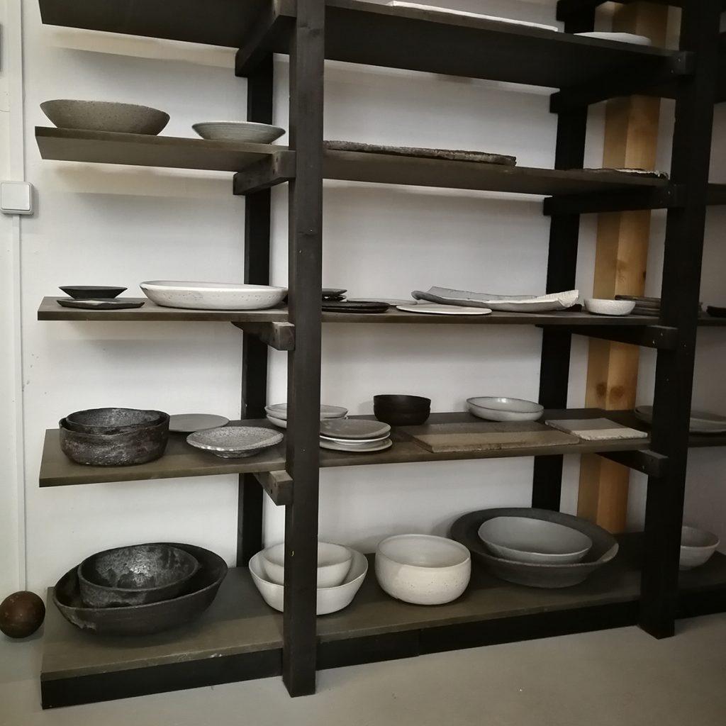 Keramikwaren in der Werkstatt von Dirk Aleksic.