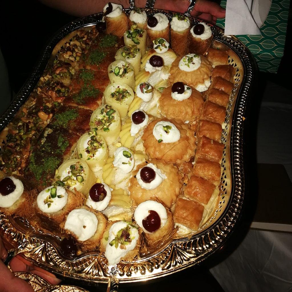 Baklava und weitere Köstlichkeiten zum Dessert.