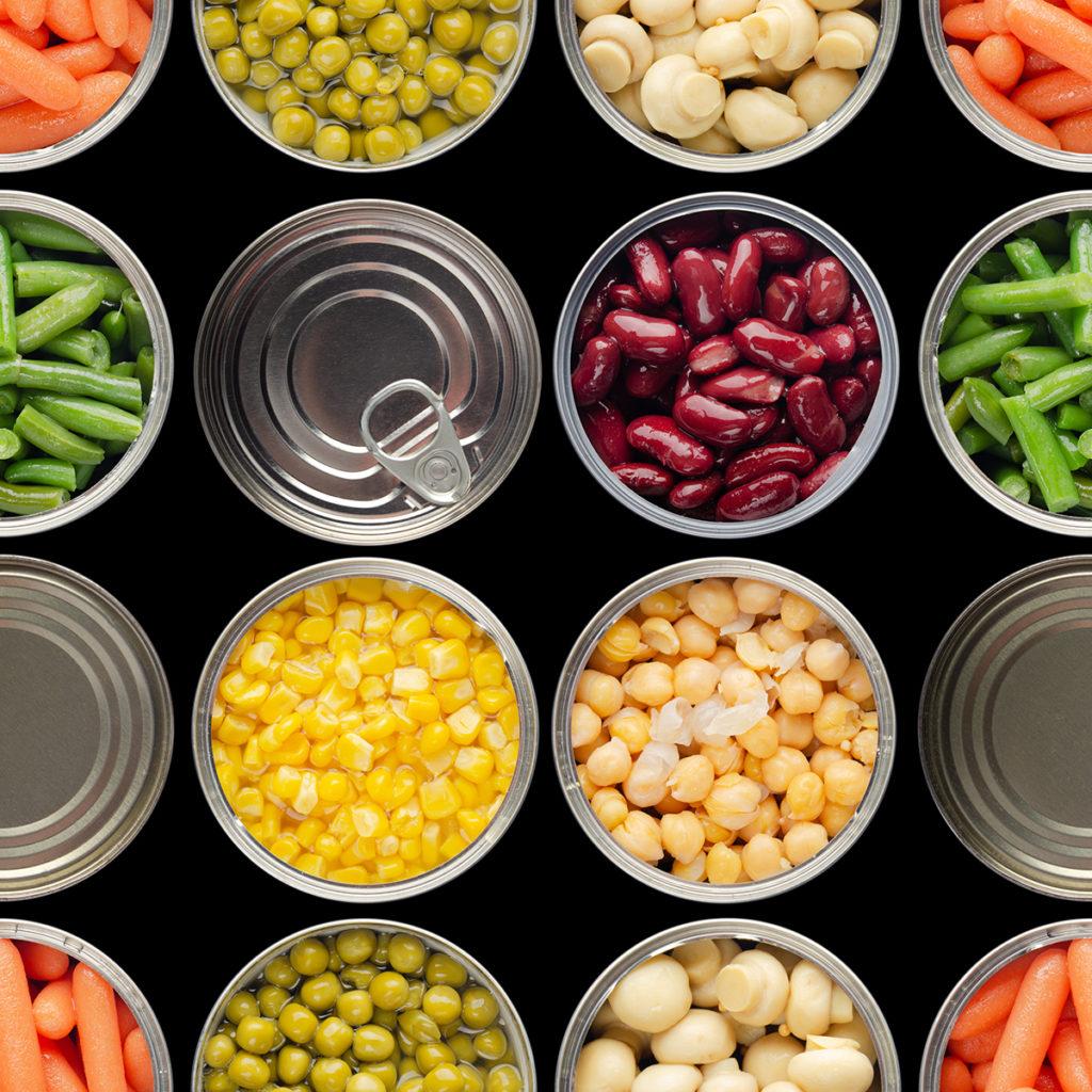 Obst und Gemüse sind beliebte Lebensmittel in Konserven.