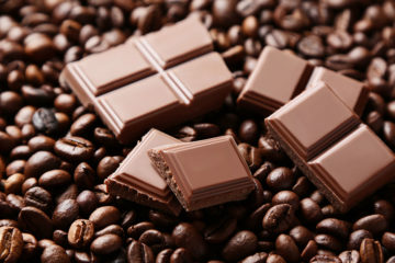 Schokolade und Kaffebohnen