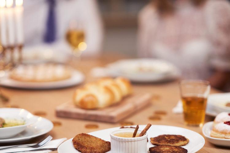 Hanukkah: Das Wunder voll Fett feiern