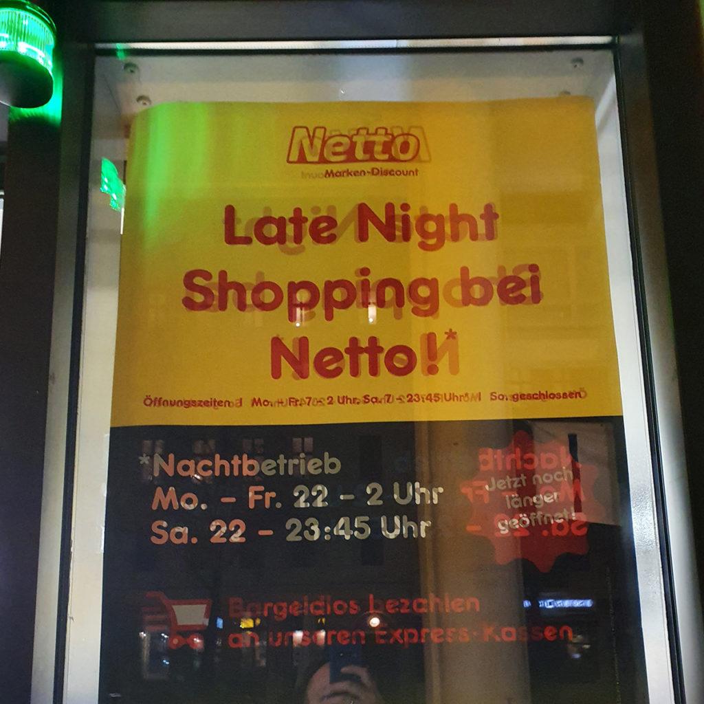 Late-Night-Shopping mit Self-Checkout