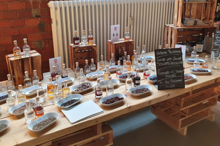 Hoch die Tassen: Ein Besuch in der Spirituosenmanufaktur von Mampe in Berlin